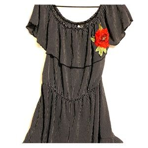 Blk&Wht striped romper 2XL w/flower decal